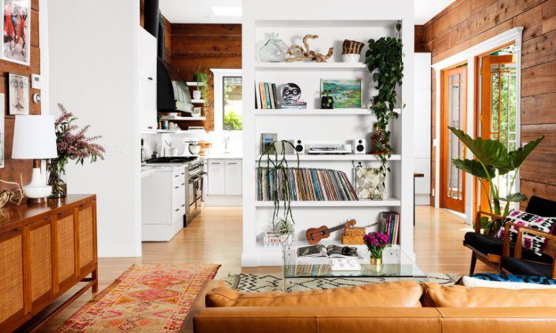 تزئین خانه با چوب و باکس شیشهای